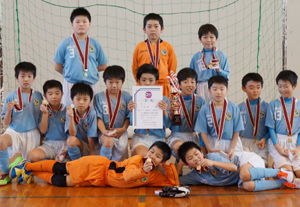 室内サッカー全市大会4年の部 優勝